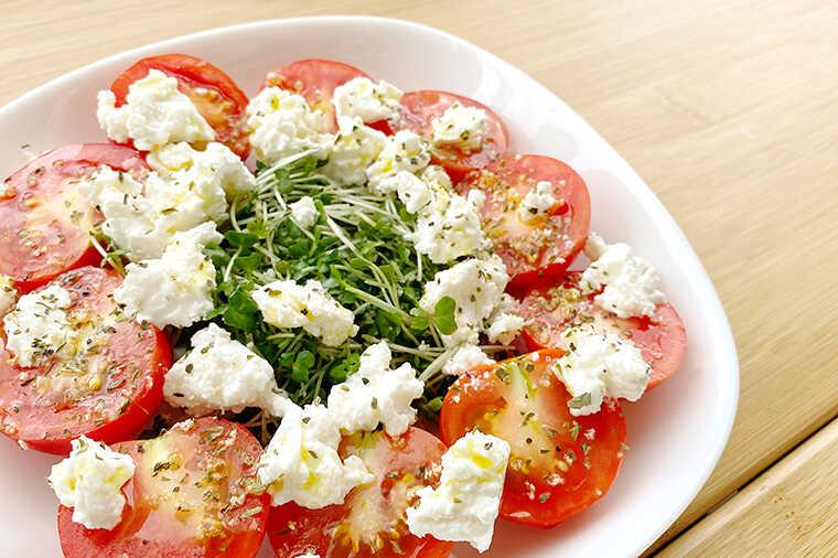 カッテージチーズとトマトのカプレーゼ画像