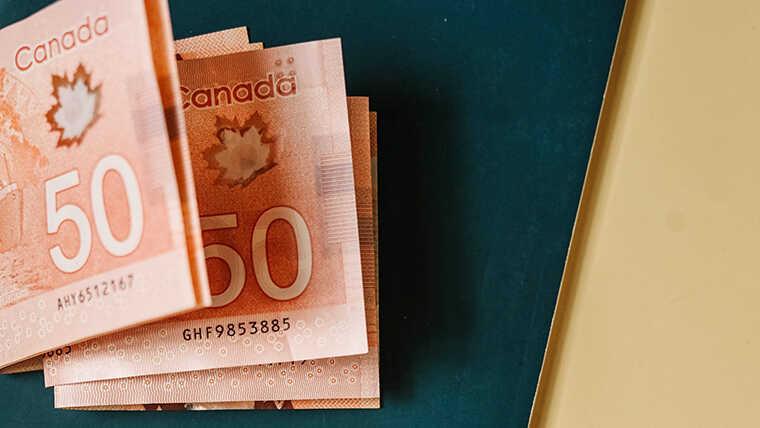 コロナ禍でもカナダ留学できる2021-2!記事のカナダドル画像
